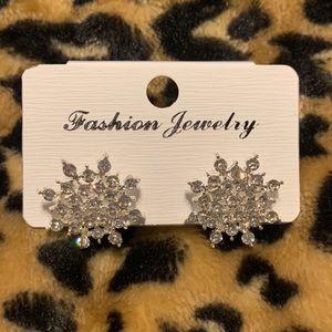 Fashion rhinestone snowflake stud earrings